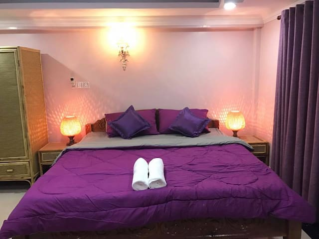 Private furnished room (free pick up) - Krong Battambang