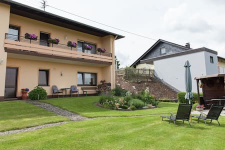 Comfortable apartment with a beautiful view in Morscheid