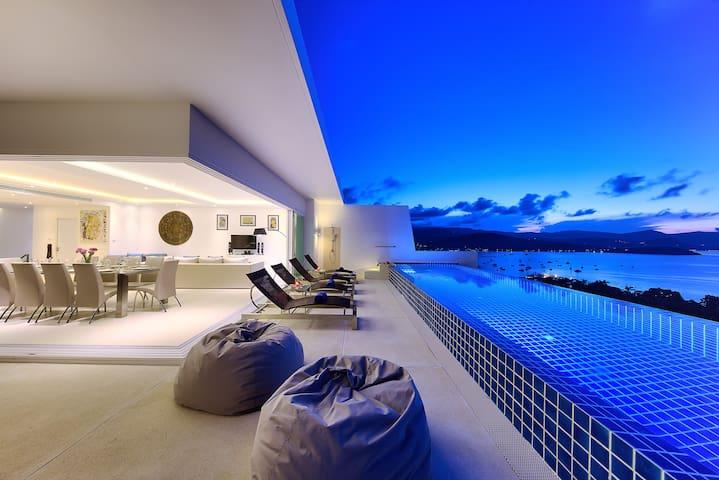 Villa de Luxe avec Piscine et Vue sur l'Océan