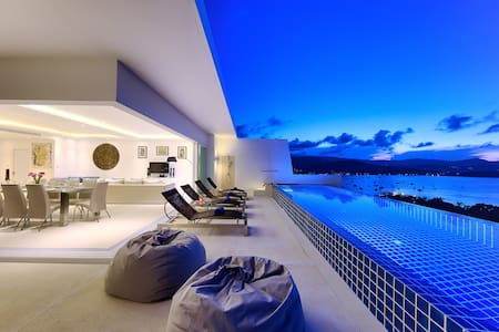 Luxury Villa with Pool & Ocean View