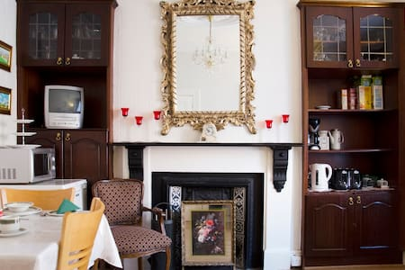 Quiet location 1 mile from city  - Drumcondra - Bed & Breakfast