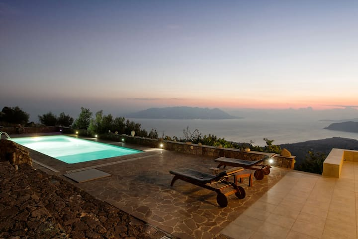 Breathtaking sea view art villa - Aegina - วิลล่า