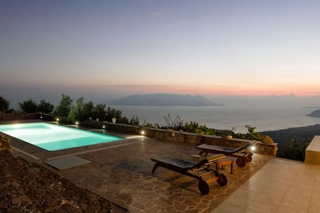 Breathtaking sea view art villa - Aegina