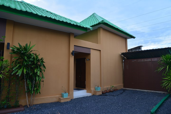 2 Bedrooms Apartment House