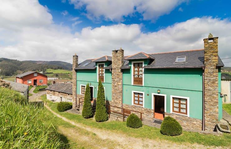 APARTAMENTOS  CASTROVASELLE Nº1  - Tapia de Casariego,el valle de san Agustin - Casa