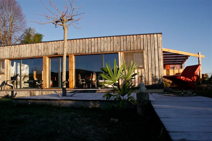 Maison en bois bioclimatique - La Bastide-de-Sérou - House