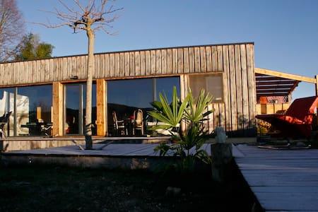Maison en bois bioclimatique - La Bastide-de-Sérou