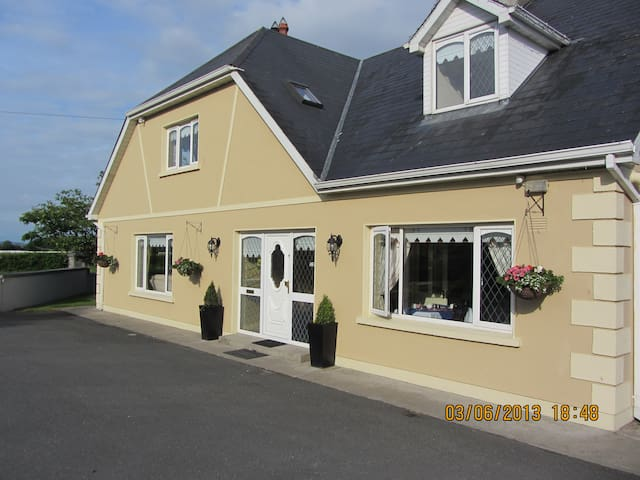 Ballykisteen Lodge B&B - Monard - Szoba reggelivel