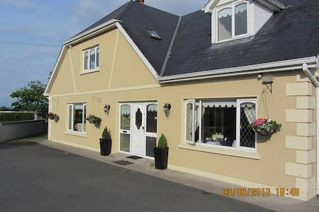 Ballykisteen Lodge B&B - Bed & Breakfast