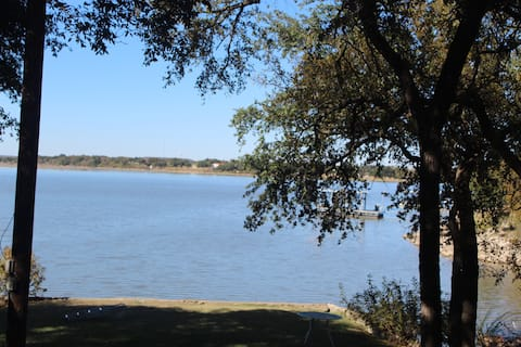 Lakeside Cottage - a charming lakefront property