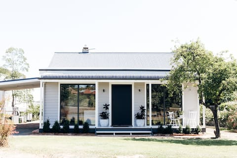 Chic Country Cottage Escape