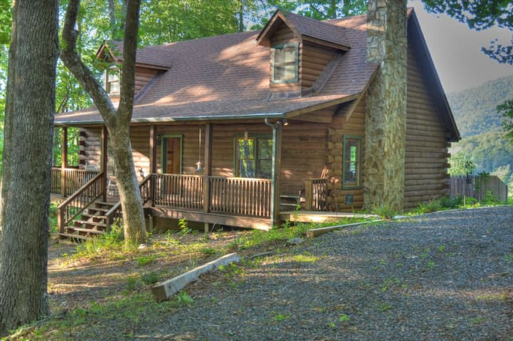 Serenity Now-Beautiful 3BR Log Cabin w/HOT TUB, VIEWS, Wi-Fi, PRIVATE, FIRE PIT, and MORE