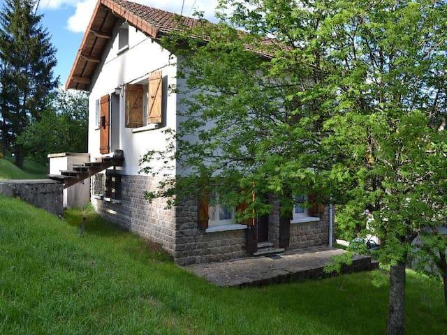 LOZERE LOCATION CHALET DE VACANCES - La Bastide-Puylaurent - Hytte (i sveitsisk stil)