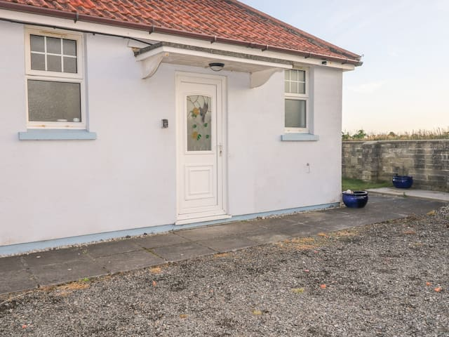 SEAVIEW LODGE, pet friendly, with a garden in Bude, Ref 953863