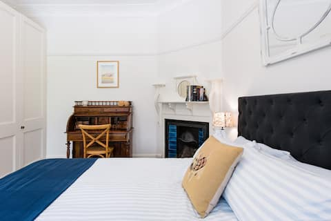 Self-Contained Cammeray Guesthouse near CBD and Beaches