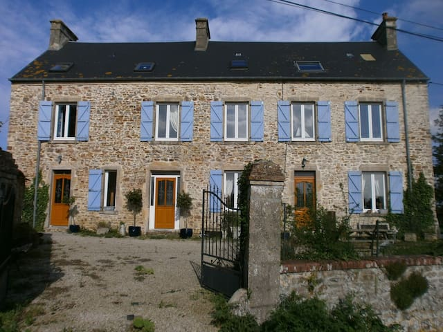 Le Marais, renovated farmhouse . - Rauville-la-Place - Rumah