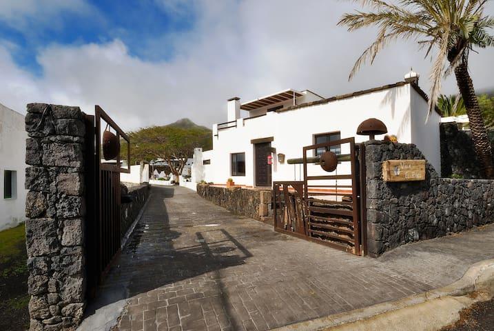 Villa Jameos con Piscina Privada. - Máguez