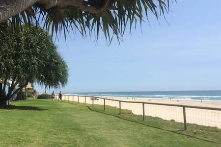 A Room with Character Minutes to the Beach - Main Beach - Appartement