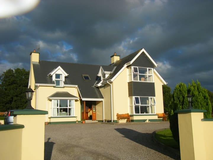 Ashfield Kenmare B&B Mountain Views