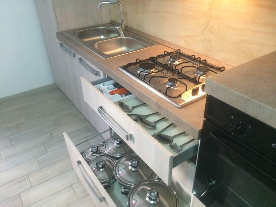 cucina completa di forno + piano cottura