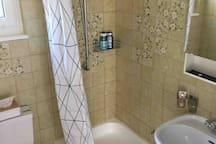 Retro-Badezimmer / salle de bains rétro / retro-style bathroom
