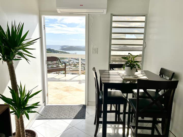 Cozy Two Bedroom Home With Amazing Views