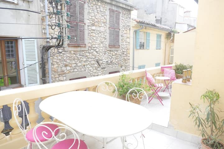 Lovely Old Town apartment with rooftop terrace