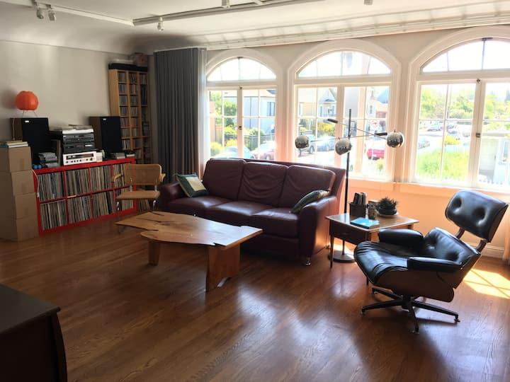 Light-filled second floor apartment