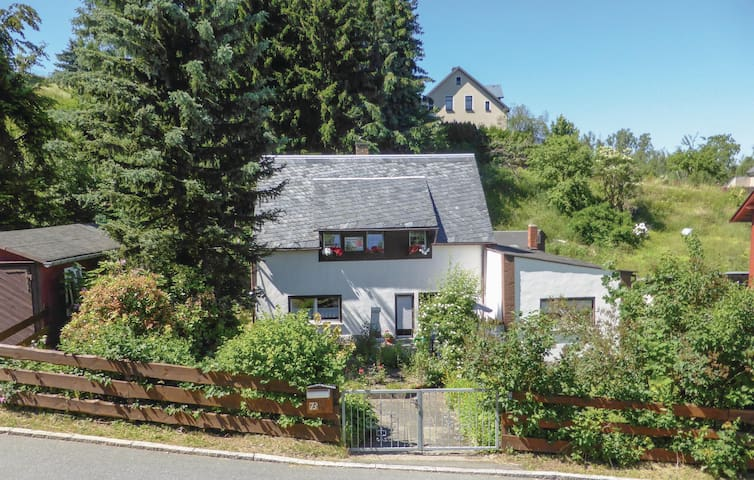 Holiday apartment with 2 bedrooms on 70m² in Stützengrün/Hundshübel