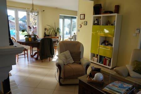 Chambre double, accès libre à la maison. - Saint-Nazaire - Rumah