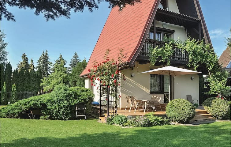 Holiday cottage with 2 bedrooms on 90m² in Nowe Warpno