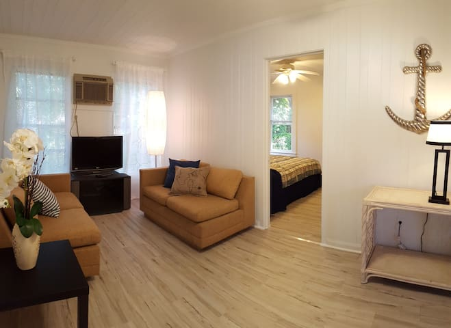 Cute Cottage, Minutes to the Beach! - Sarasota - Bungalou