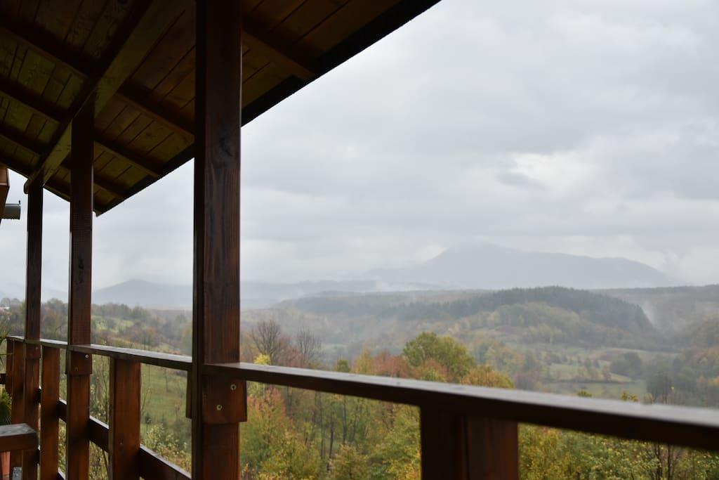 Panorama de la balconul dormitorului matrimonial.