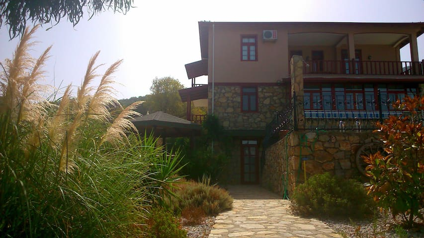 Very roomy villa with great view - Yesil Uzumlu, Fethiye
