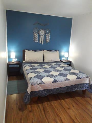 Cozy Queen Bed & Lots Open Space in Bedroom.