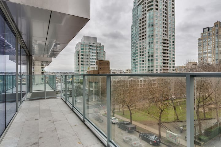 1480 Howe - 1 Bedroom Located Downtown Vancouver