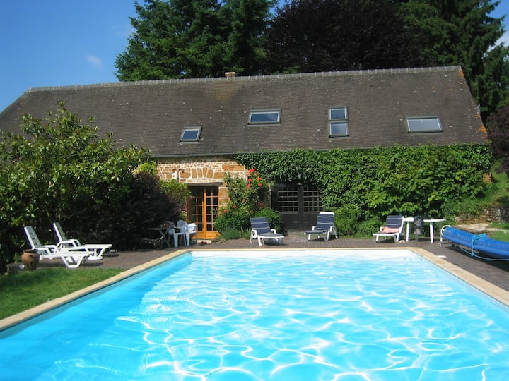 Les Roses, with swimming pool, hot tub and tennis
