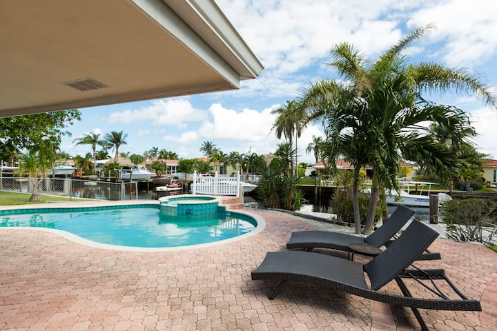 House On The Canal With Pool Bungalows For Rent In Pompano Beach Florida United States