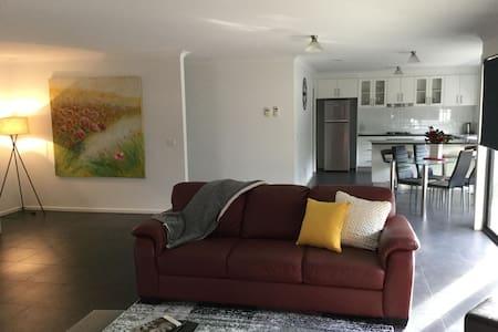 AJ's Home, modern & quiet location.