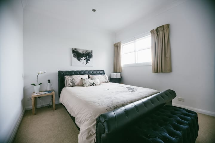 Very comfy guest room with Queen Bed - Ovingham - Casa