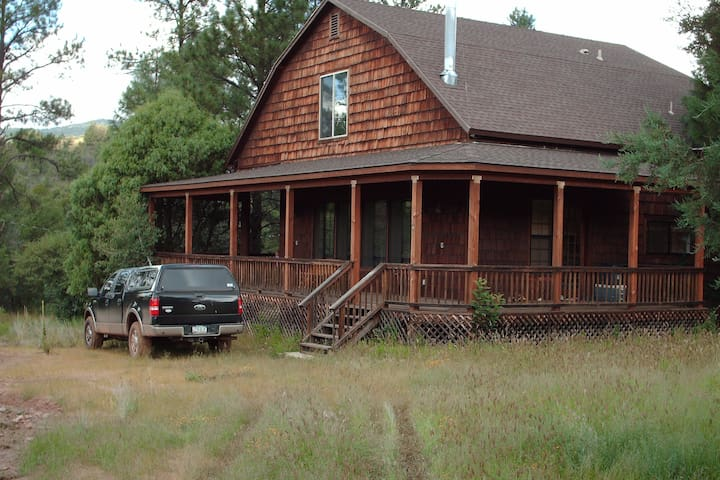 Cabin getaway on Haigler Creek - No Cleaning Fees