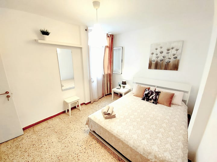 Room in BEACH APARTMENT to enjoy&save money