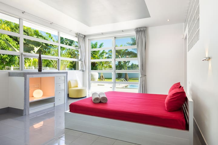 Bedroom right next to the pool with en suite bathroom and air conditioning