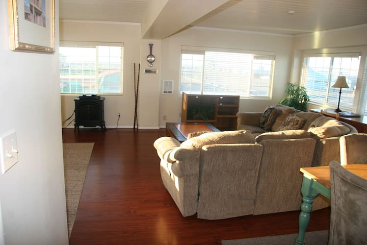 Three Bedroom Apartment/Suite - Westport Inn