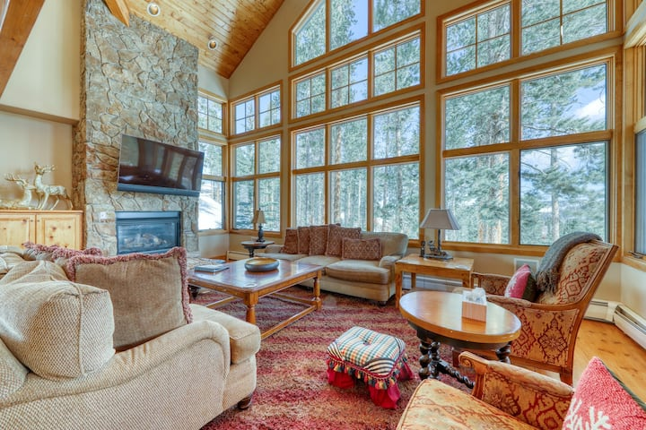 Ski-in/ski-out luxury home w/ private hot tub, and huge private gas grill!