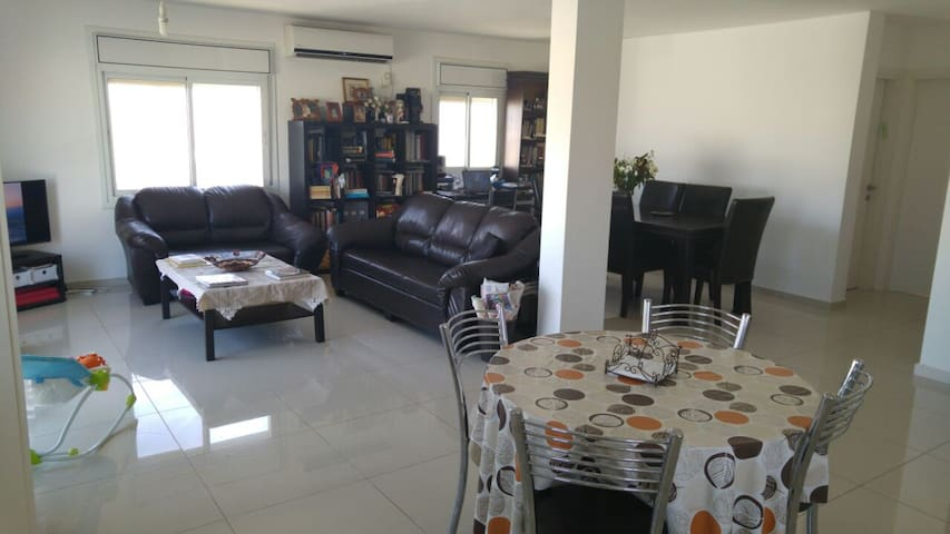 Spacious apartment between Jerusalem and Dead Sea - Kfar Adumim - Apartment