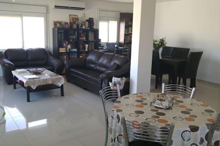 Spacious apartment between Jerusalem and Dead Sea - Kfar Adumim - Lakás
