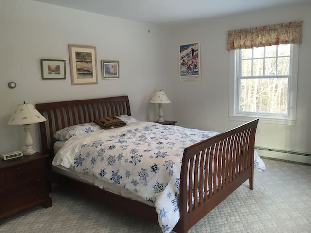 Sunny Master Bedroom & Private Bath - Carrabassett Valley - Hus