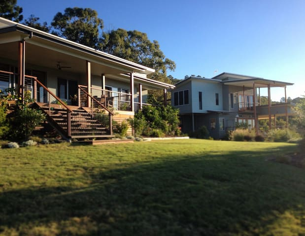 Mt Ninderry Hilltop Rural Retreat - Sunshine Coast QLD, Australia - Talo