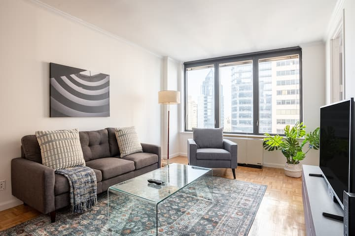 Polished 2BR in E Midtown w/ Concierge Near Park